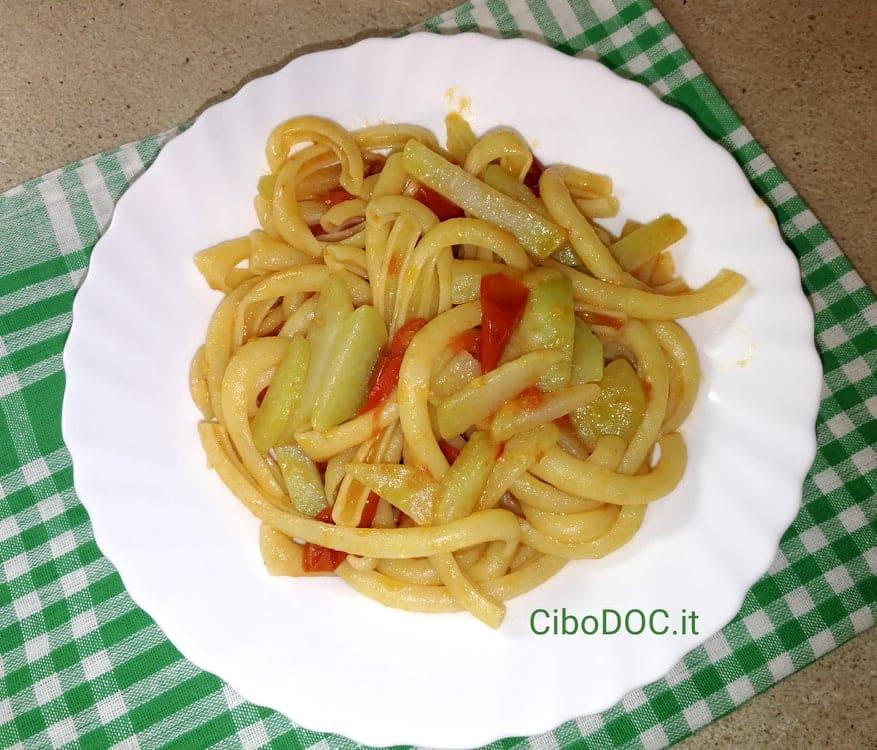 pasta con cavolo rapa e pomodoro