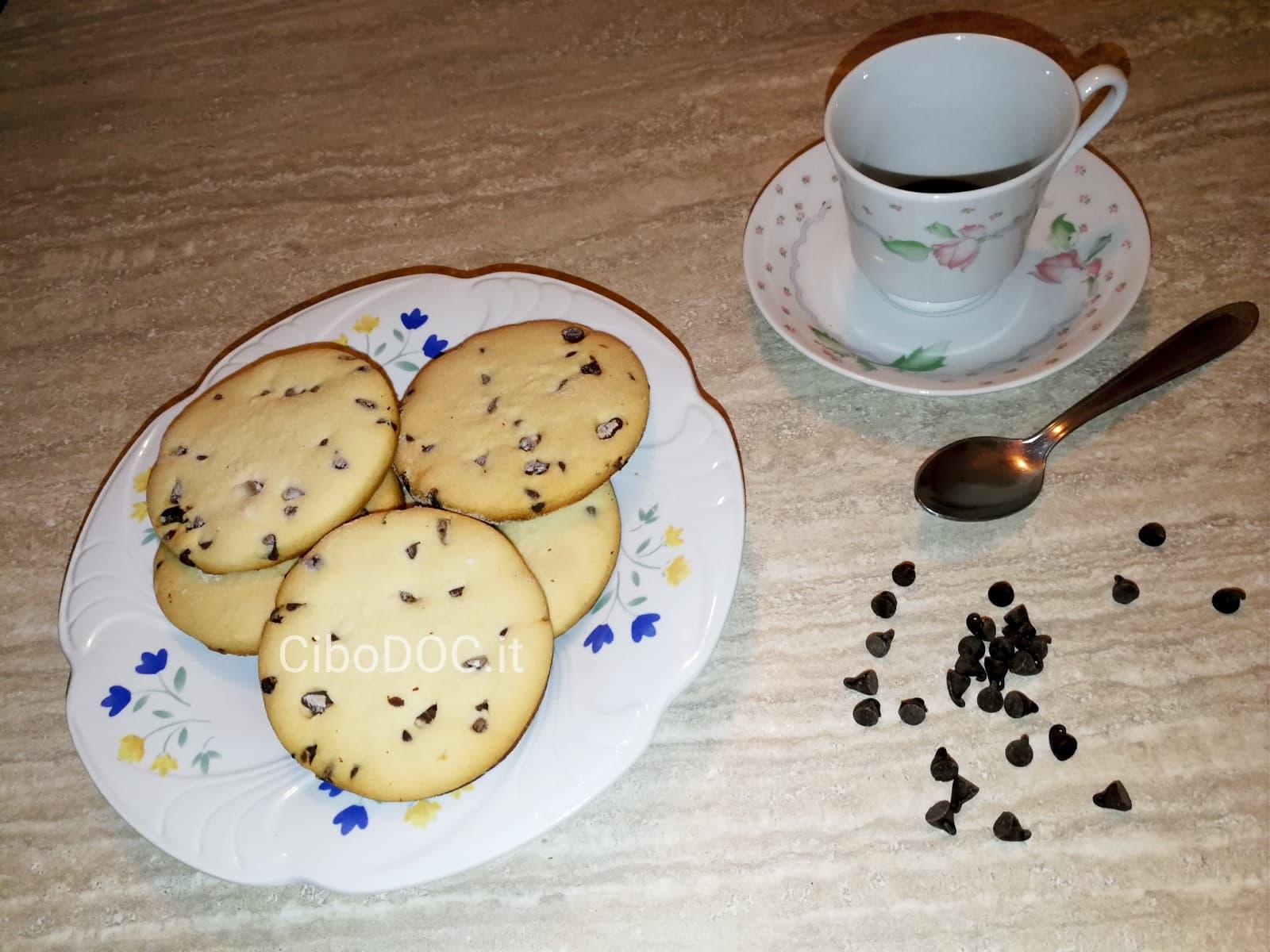 Ricetta Cookies Facile E Veloce.Biscotti Con Gocce Di Cioccolato Ricetta Facile E Veloce Cibodoc It
